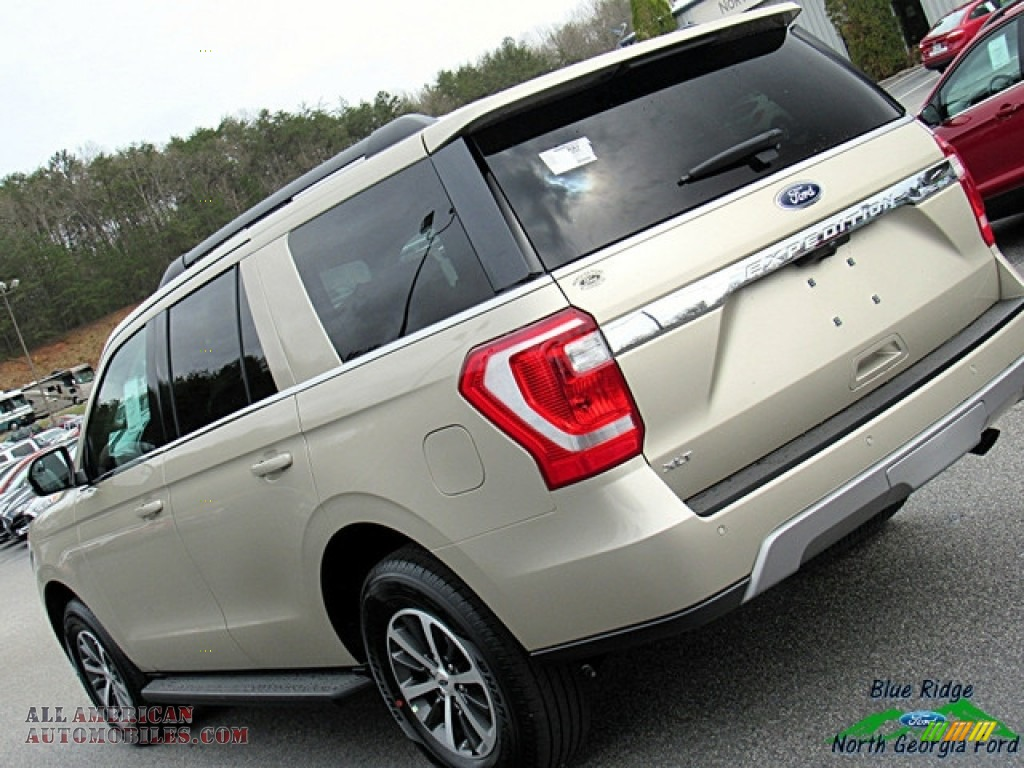 2018 Expedition XLT - White Gold / Medium Stone photo #34