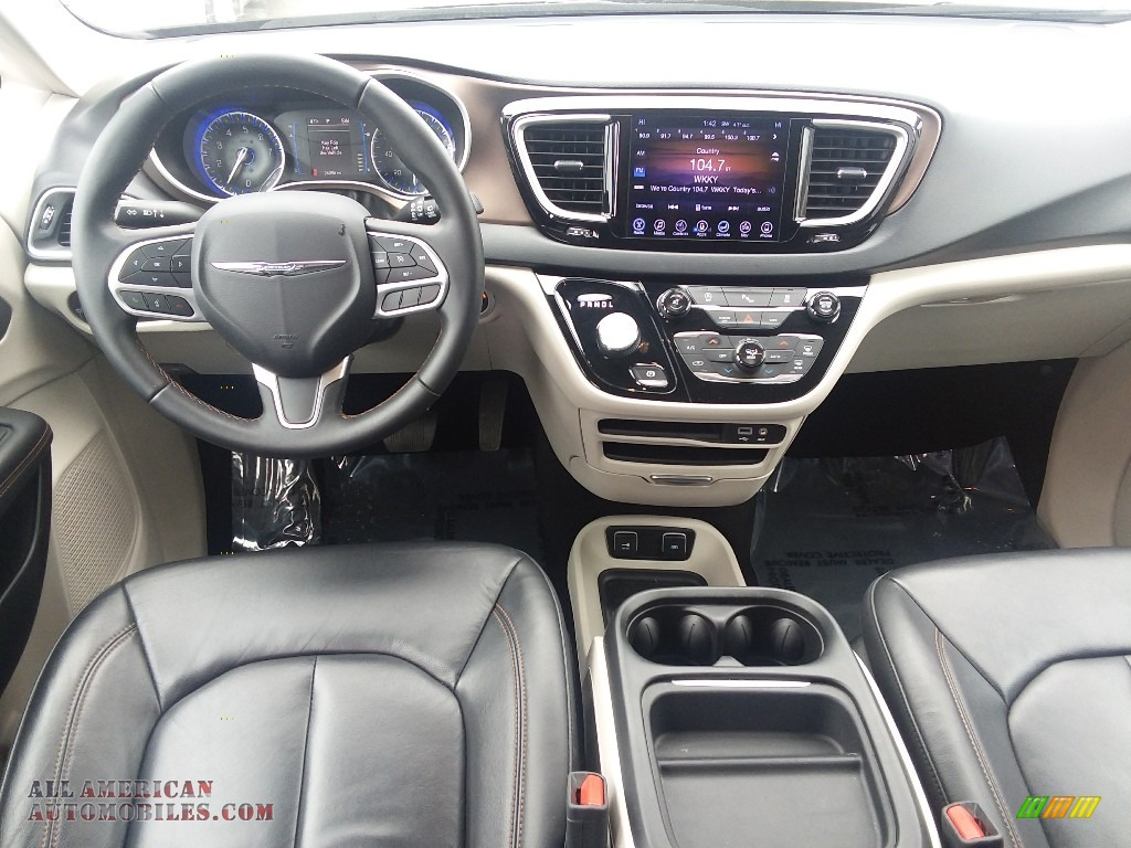 2017 Pacifica Touring L - Granite Crystal Metallic / Black/Alloy photo #10