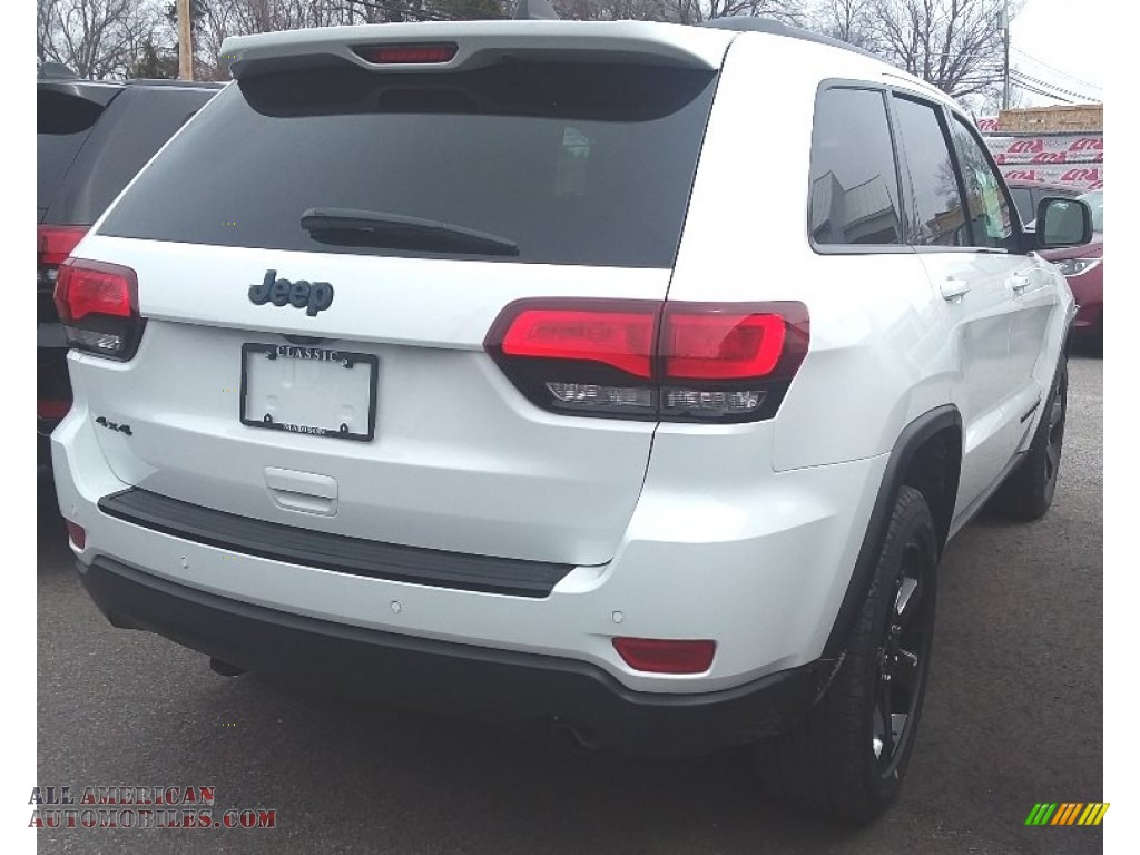2018 Grand Cherokee Laredo 4x4 - Bright White / Black photo #2