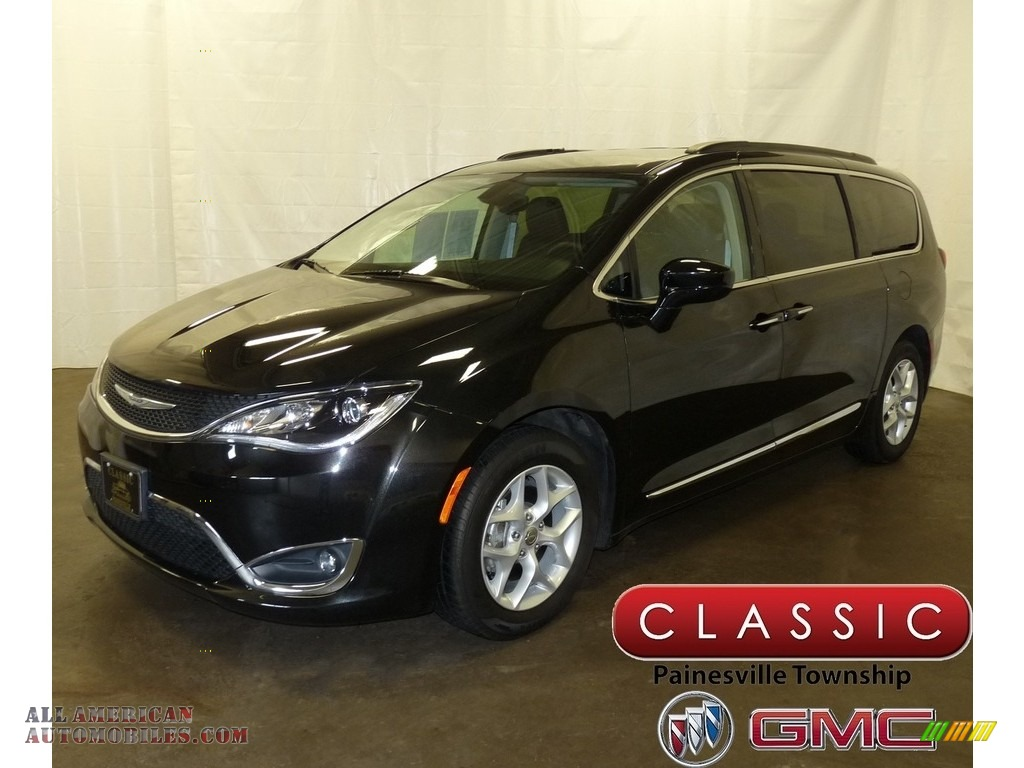 Brilliant Black Crystal Pearl / Black/Alloy Chrysler Pacifica Touring L