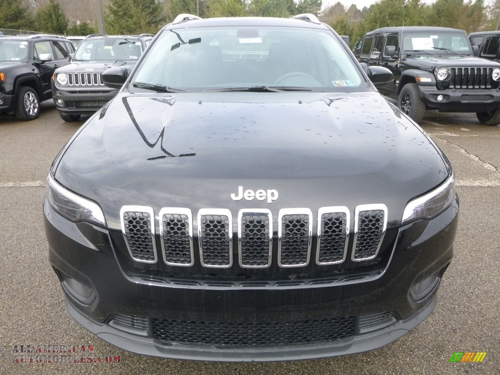2019 Cherokee Latitude 4x4 - Diamond Black Crystal Pearl / Black photo #8
