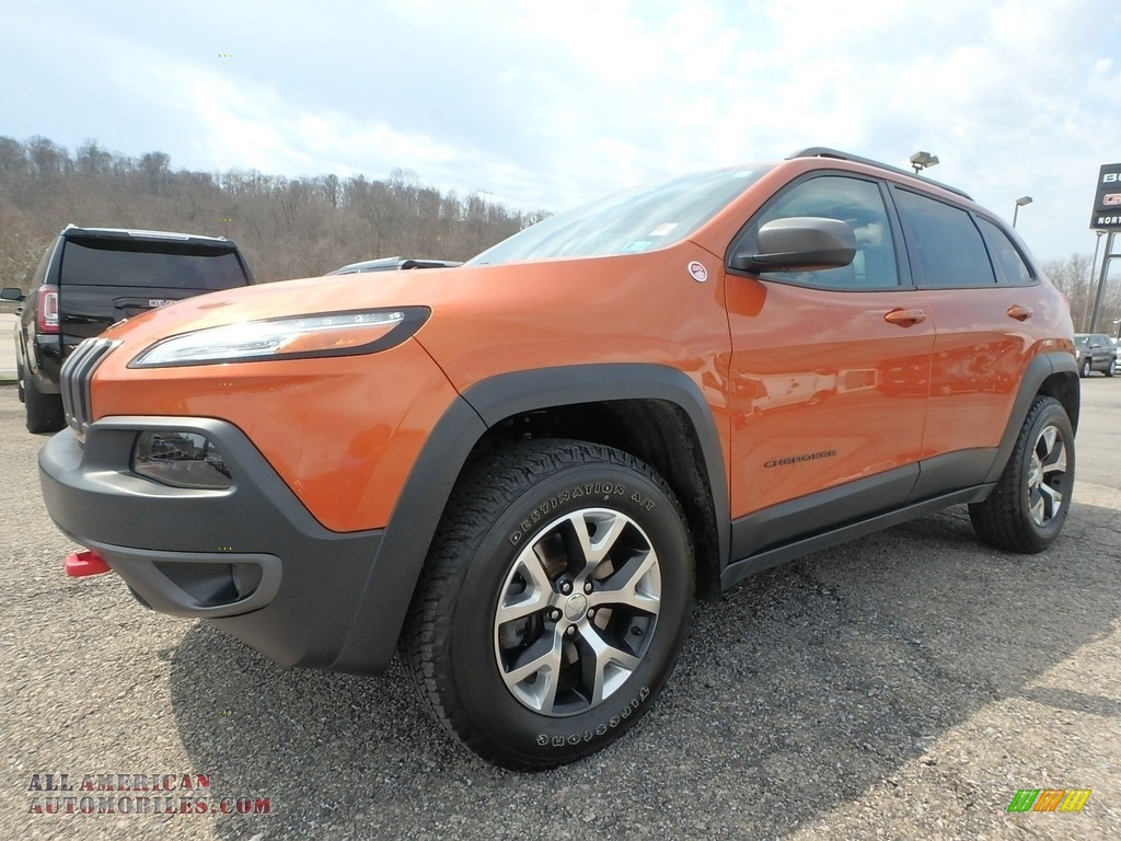 2015 Cherokee Trailhawk 4x4 - Mango Tango Pearl / Trailhawk Black photo #1