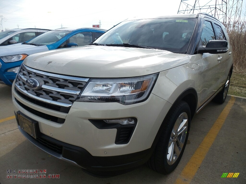 Platinum Dune / Medium Stone Ford Explorer XLT 4WD