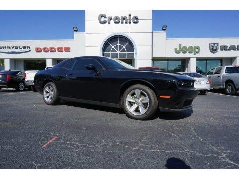 Pitch Black 2018 Dodge Challenger SXT