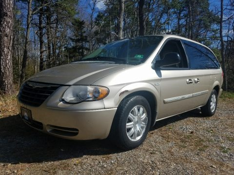 Linen Gold Metallic 2005 Chrysler Town & Country Touring