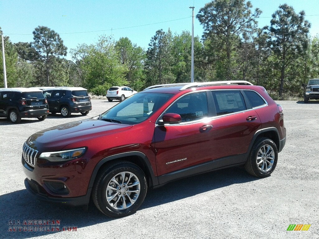 2019 Cherokee Latitude Plus - Velvet Red Pearl / Black photo #1