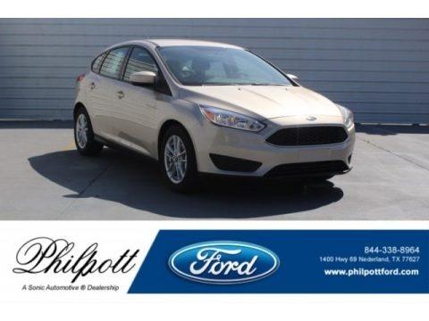 White Gold 2018 Ford Focus SE Hatch