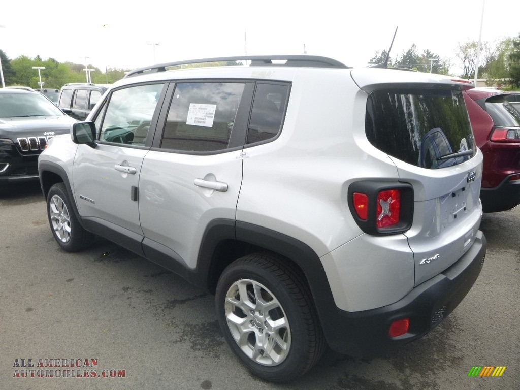 2018 Renegade Latitude 4x4 - Glacier Metallic / Black photo #3
