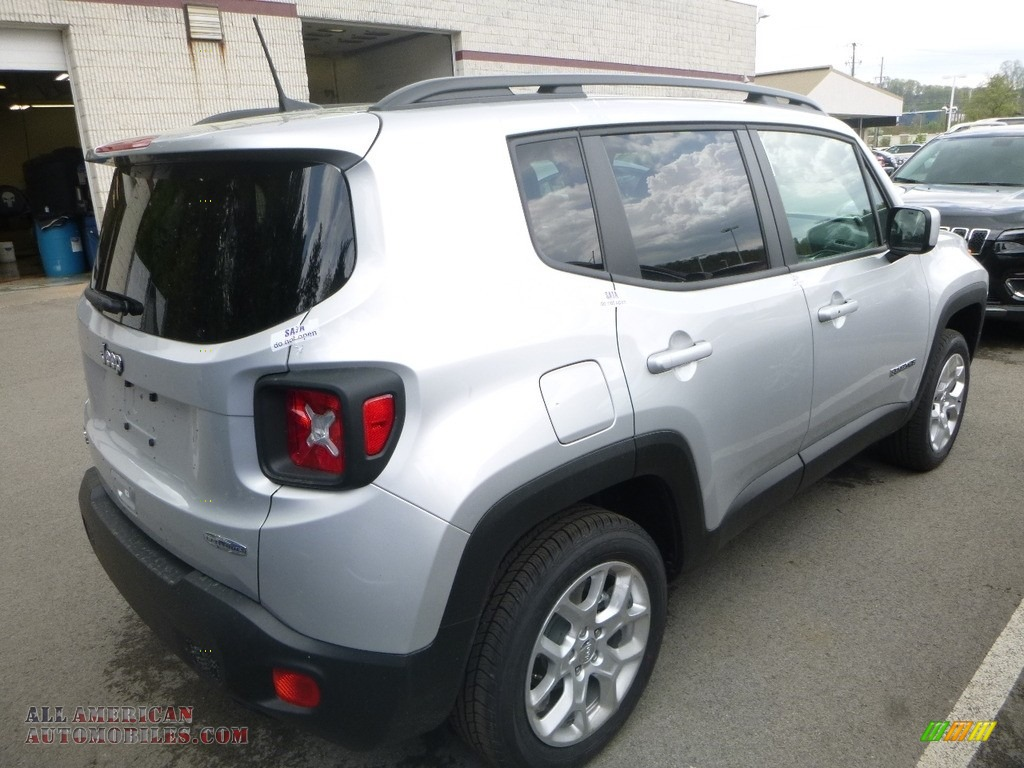 2018 Renegade Latitude 4x4 - Glacier Metallic / Black photo #5