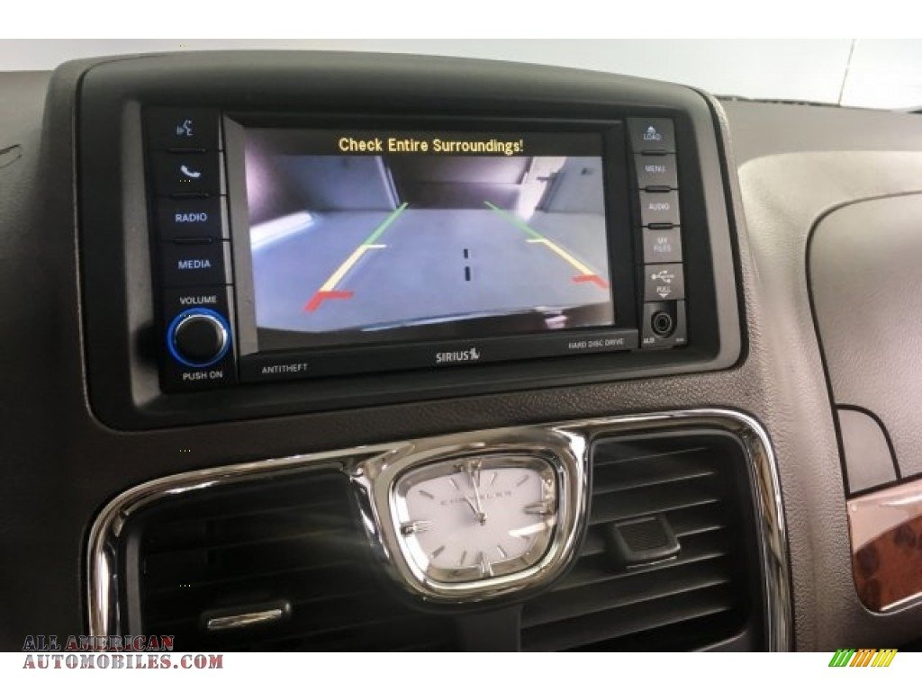 2014 Town & Country Touring-L - Deep Cherry Red Crystal Pearl / Dark Frost Beige/Medium Frost Beige photo #14