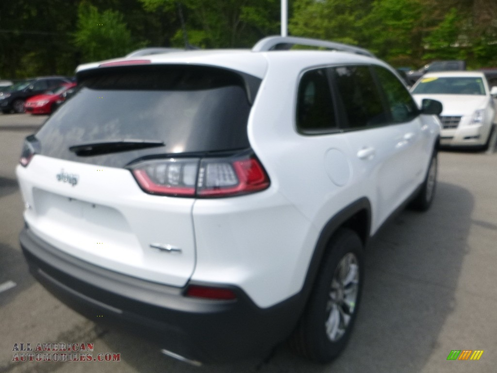 2019 Cherokee Latitude Plus 4x4 - Bright White / Black photo #5