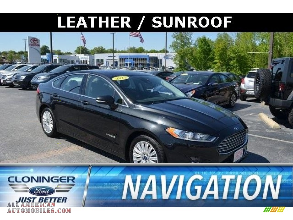 Tuxedo Black Metallic / Charcoal Black Ford Fusion Hybrid SE