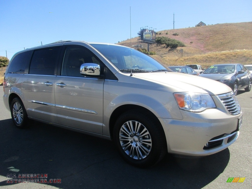 2014 Town & Country Touring-L - Cashmere Pearl / Dark Frost Beige/Medium Frost Beige photo #1
