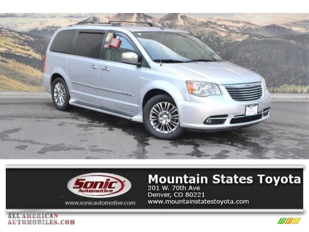 Bright Silver Metallic / Black/Light Graystone Chrysler Town & Country Limited