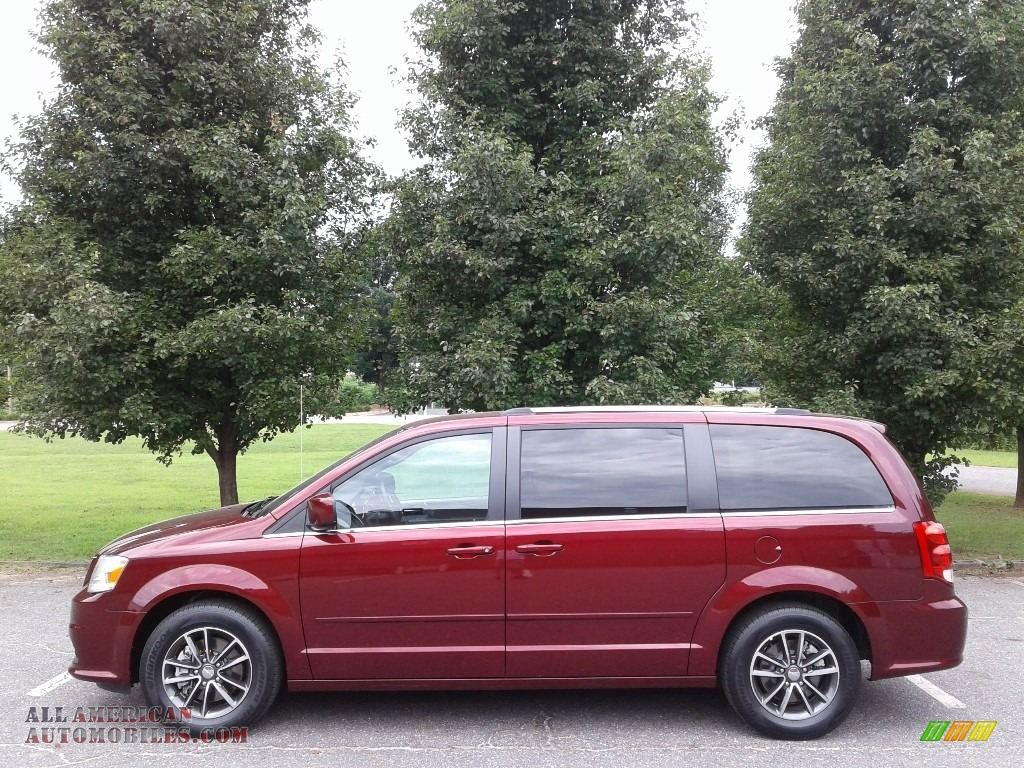 2017 Grand Caravan SXT - Octane Red / Black/Light Graystone photo #1