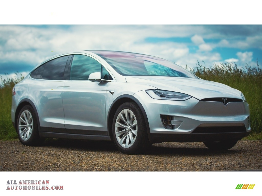 Silver Metallic / Black Tesla Model X 75D
