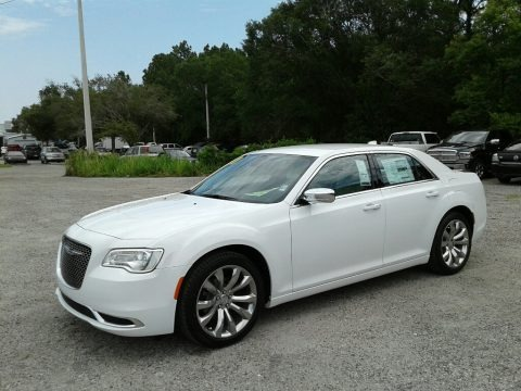 Bright White 2018 Chrysler 300 Touring
