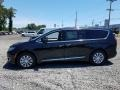 Chrysler Pacifica Touring L Brilliant Black Crystal Pearl photo #3