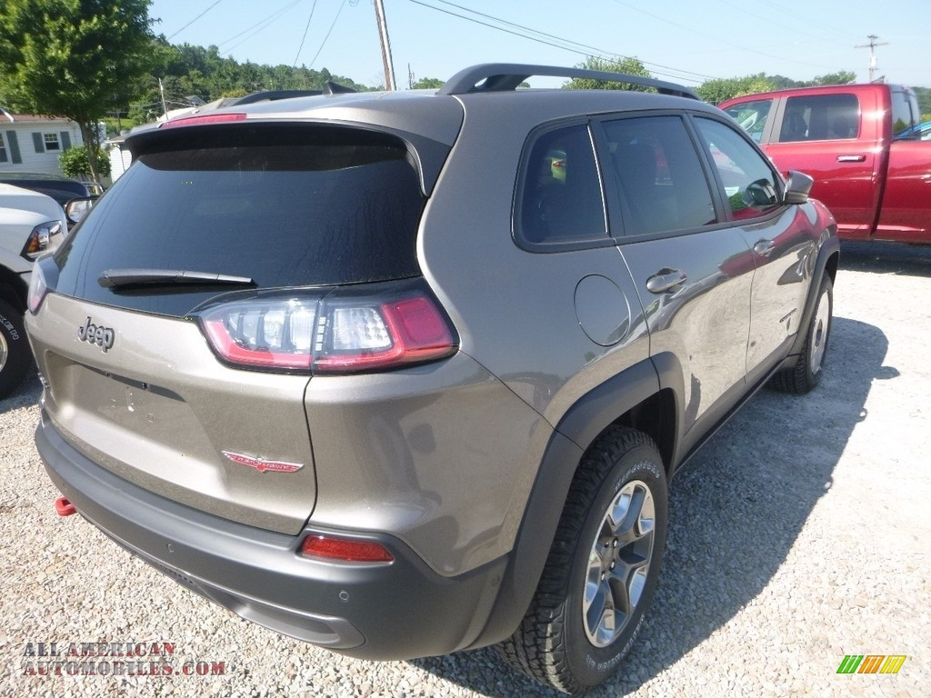 2019 Cherokee Trailhawk 4x4 - Light Brownstone Pearl / Black photo #5