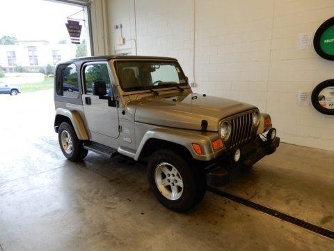 Light Khaki Metallic 2004 Jeep Wrangler Sahara 4x4