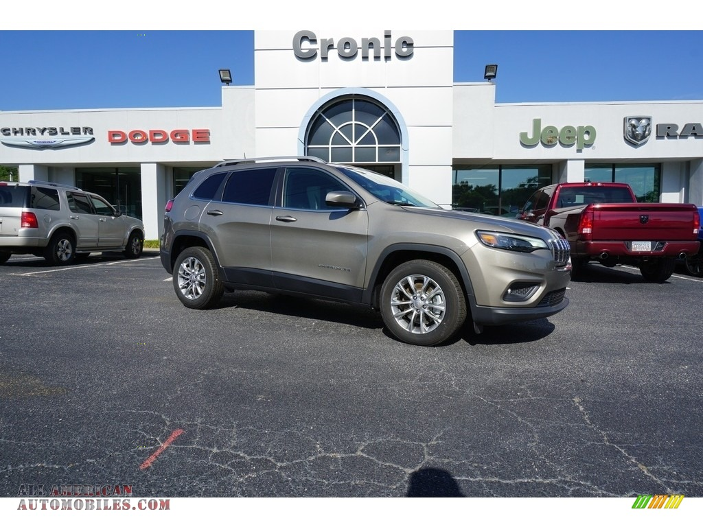 Light Brownstone Pearl / Black Jeep Cherokee Latitude Plus
