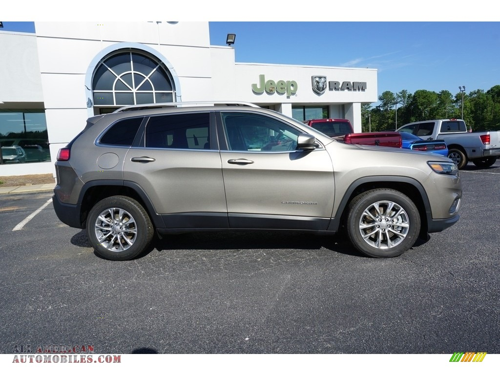 2019 Cherokee Latitude Plus - Light Brownstone Pearl / Black photo #10