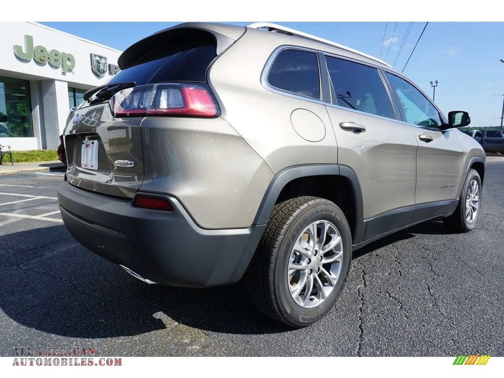 2019 Cherokee Latitude Plus - Light Brownstone Pearl / Black photo #11