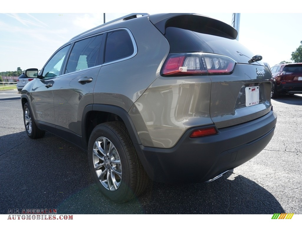 2019 Cherokee Latitude Plus - Light Brownstone Pearl / Black photo #13