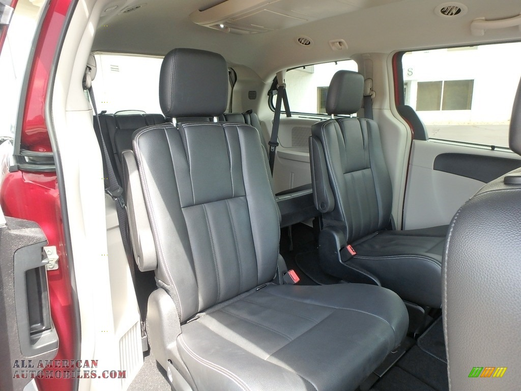 2015 Town & Country Touring - Deep Cherry Red Crystal Pearl / Black/Light Graystone photo #8