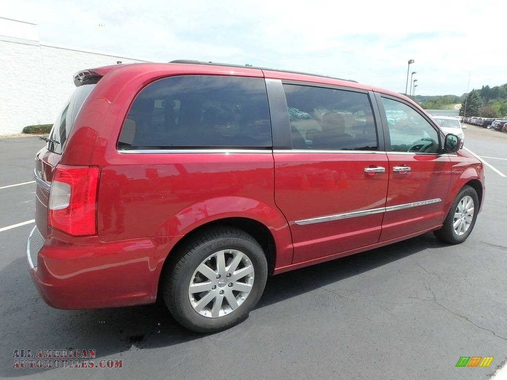 2015 Town & Country Touring - Deep Cherry Red Crystal Pearl / Black/Light Graystone photo #9