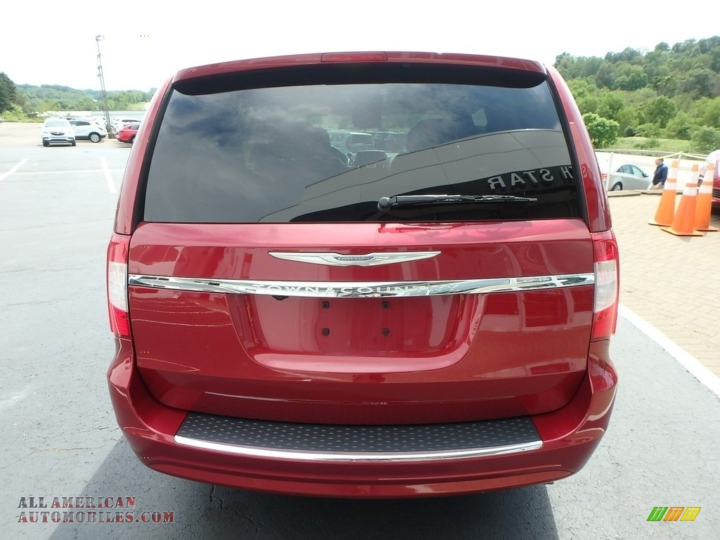 2015 Town & Country Touring - Deep Cherry Red Crystal Pearl / Black/Light Graystone photo #10