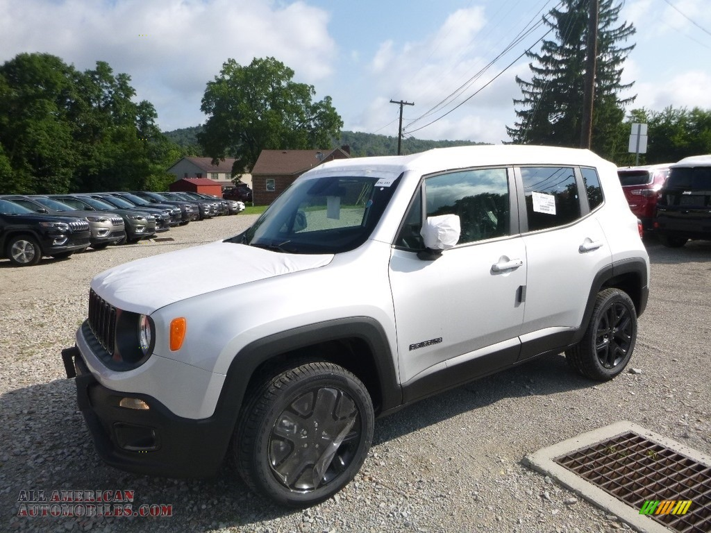 2018 Renegade Latitude 4x4 - Glacier Metallic / Black photo #1
