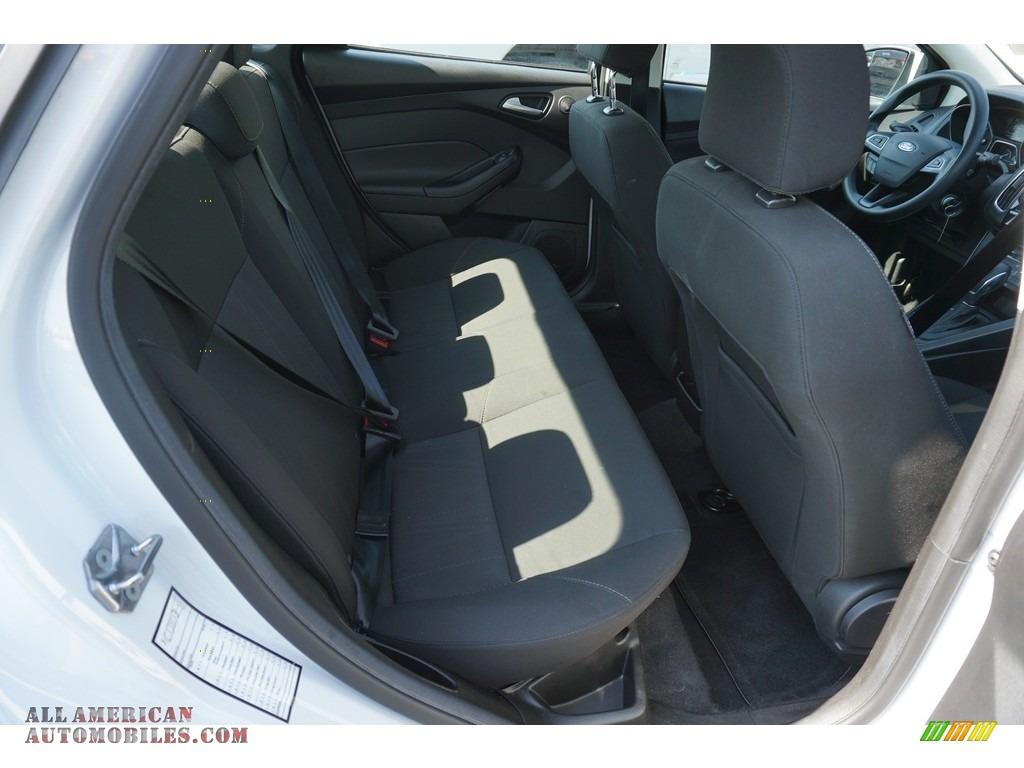 2017 Focus SEL Sedan - Oxford White / Charcoal Black photo #16