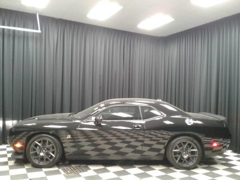 Pitch Black 2017 Dodge Challenger R/T Scat Pack