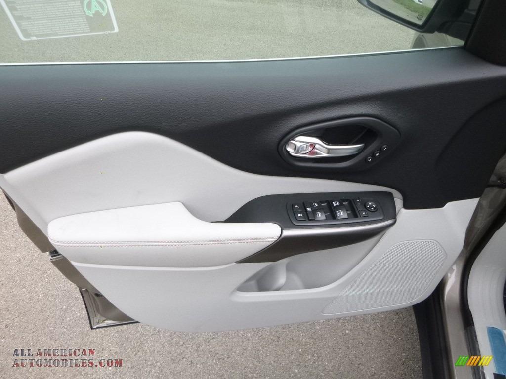 2019 Cherokee Limited 4x4 - Light Brownstone Pearl / Black/Ski Grey photo #15