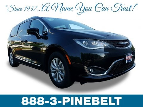Brilliant Black Crystal Pearl 2018 Chrysler Pacifica Touring L