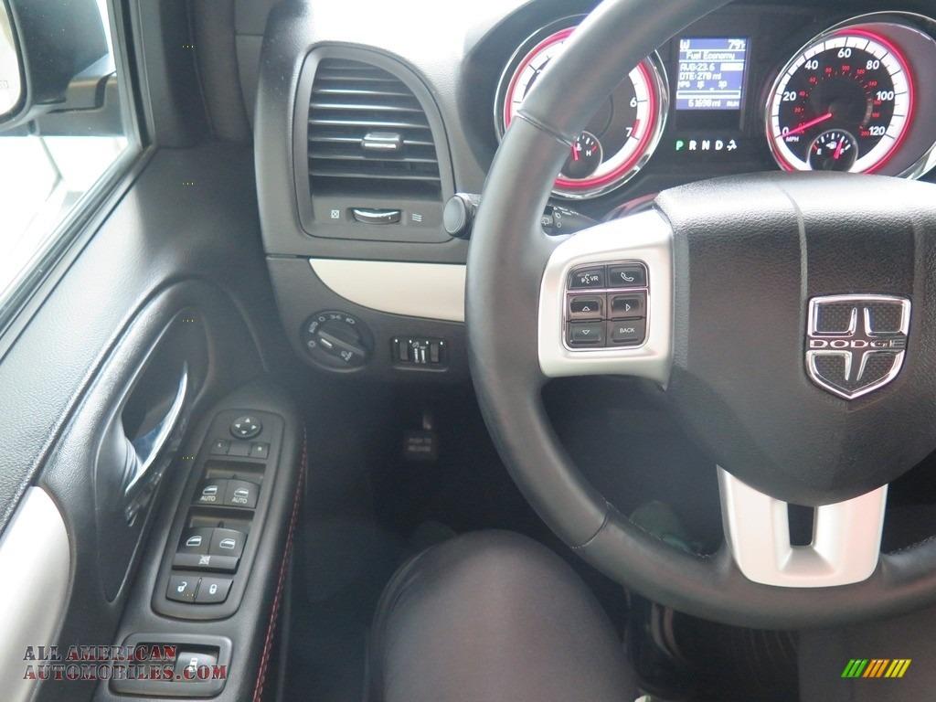 2017 Grand Caravan GT - White Knuckle / Black photo #12