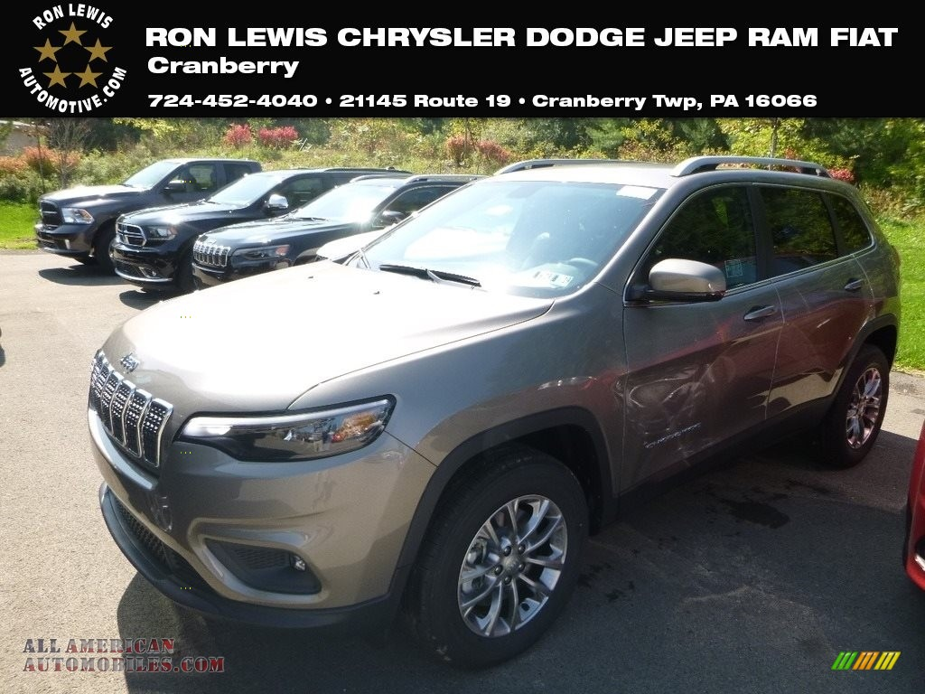 2019 Cherokee Latitude Plus 4x4 - Light Brownstone Pearl / Black photo #1