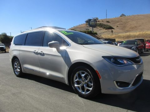 Tusk White 2017 Chrysler Pacifica Touring L