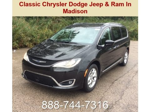 Brilliant Black Crystal Pearl 2019 Chrysler Pacifica Touring L Plus