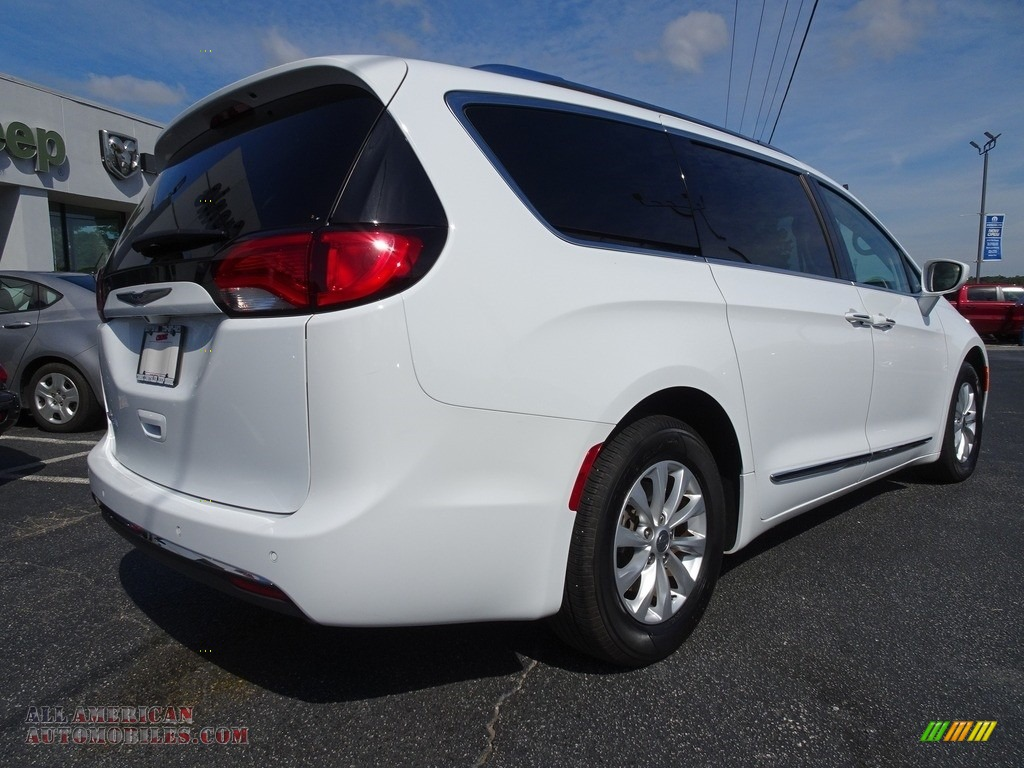 2018 Pacifica Touring L - Bright White / Black/Alloy photo #13