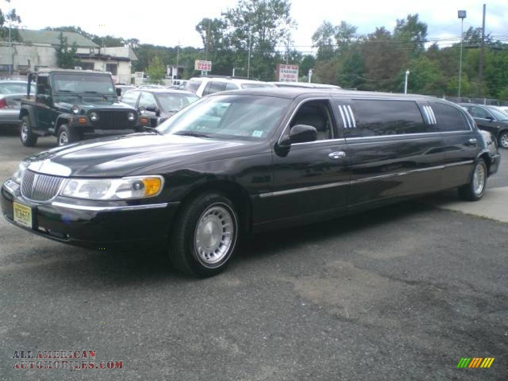 2000 Lincoln Town Car Executive Limousine In Black Photo