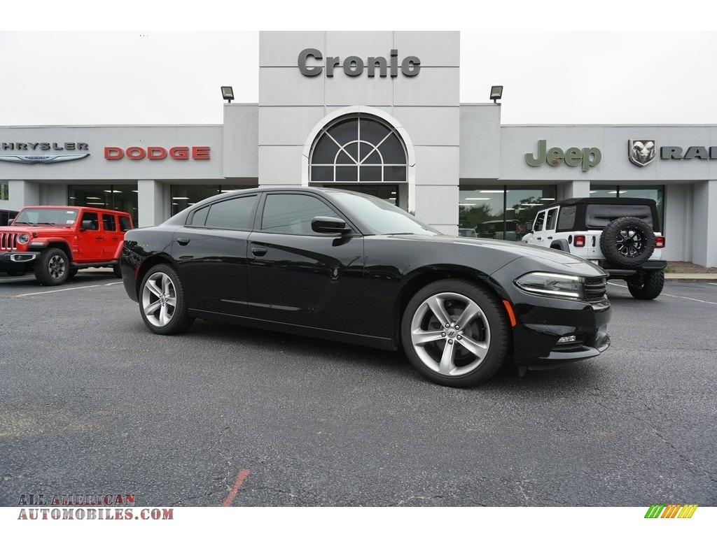 Pitch Black / Black Dodge Charger SXT Plus