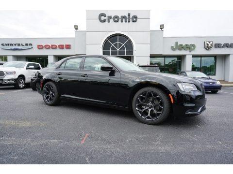 Gloss Black 2019 Chrysler 300 Touring