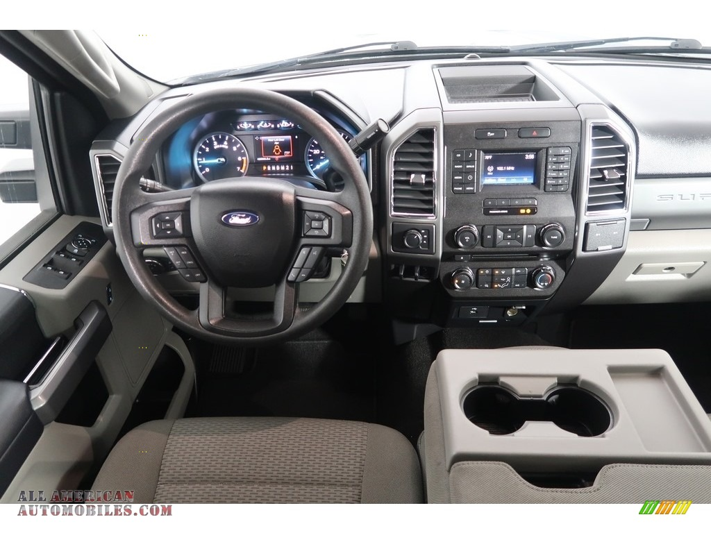 2018 F250 Super Duty XLT Crew Cab 4x4 - Blue Jeans / Earth Gray photo #15