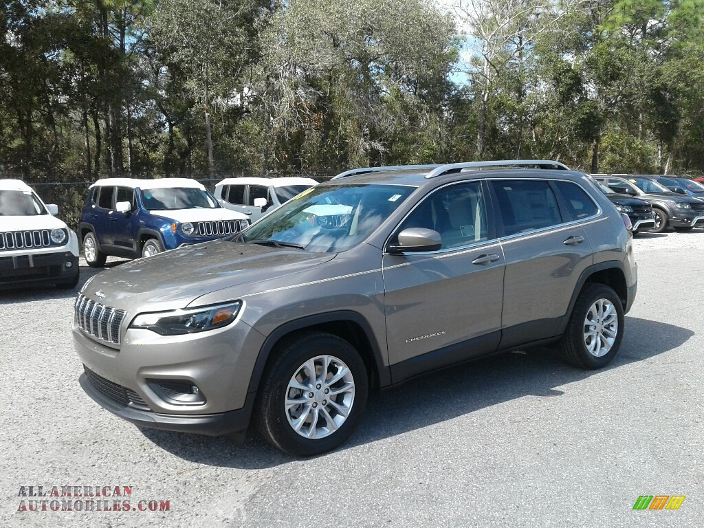 2019 Cherokee Latitude - Light Brownstone Pearl / Black/Light Frost Beige photo #1