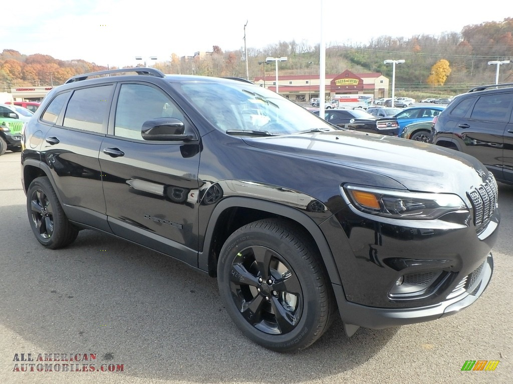 2019 Cherokee Latitude Plus 4x4 - Diamond Black Crystal Pearl / Black photo #7