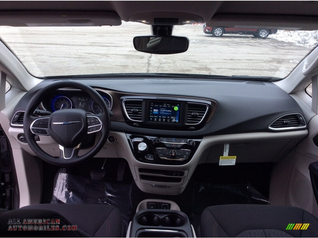 2019 Pacifica Touring Plus - Granite Crystal Metallic / Black/Alloy photo #11