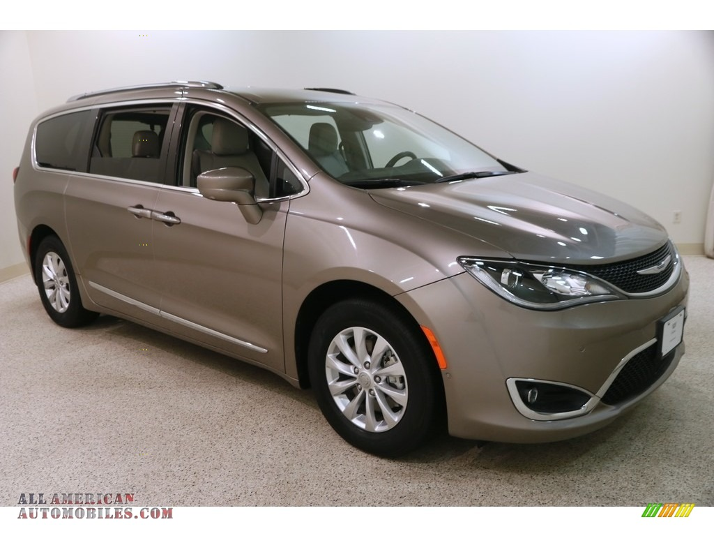 2018 Pacifica Touring L - Molten Silver / Cognac/Alloy/Toffee photo #1