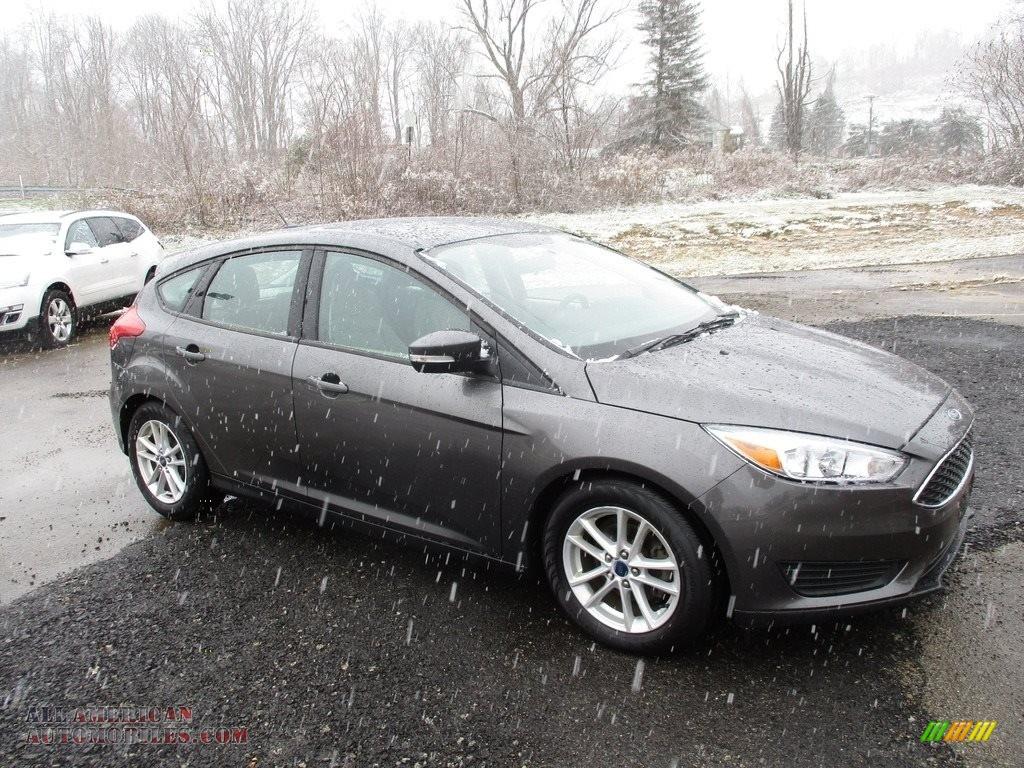 2015 Focus SE Hatchback - Magnetic Metallic / Charcoal Black photo #1